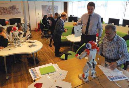 Henley-in-arden teachers learning to use Nao
